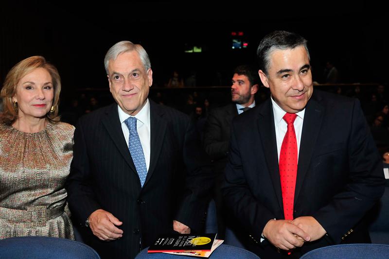 Cecilia Morel, Sebastián Piñera y Claudio Muñoz, presidente de Fundación Telefónica.