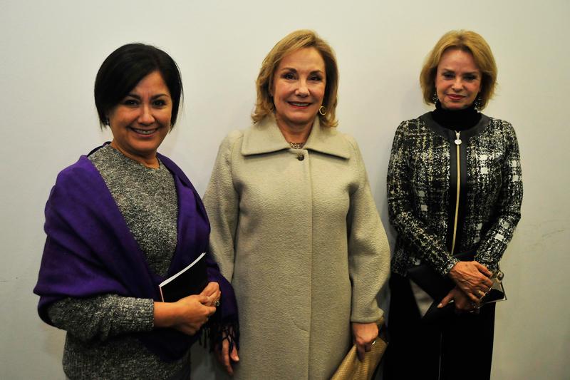 Angélica Alarcón, gerenta de Fundación Telefónica; Cecilia Morel y Bernardita Guzmán.