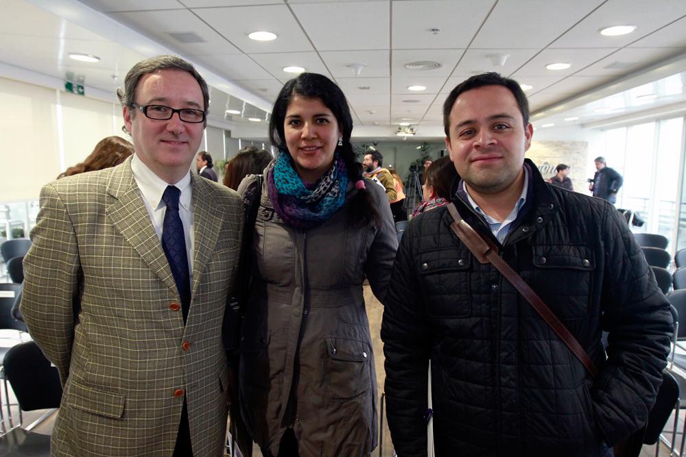 Andrés Wallis, vicepresidente de Fundación Telefónica; Mónica Ruiz y Luis Berríos de la Vicaría de la Pastoral Social CARITAS