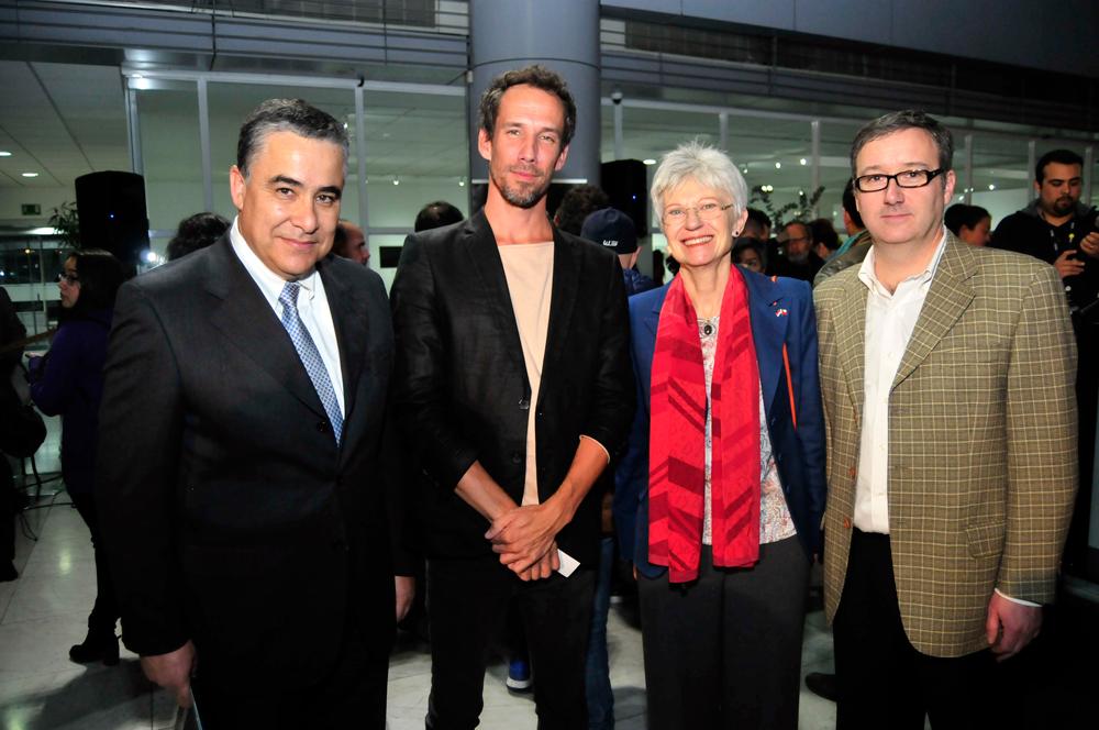 Claudio Muñoz, presidente de Fundación Telefónica; Erik de Kruijf, curador de la exposición; Marion Kappeyne van de Coppello, embajadora del Reino de los Países Bajos en Chile, y Andrés Wallis, vicepresidente de Fundación Telefónica.