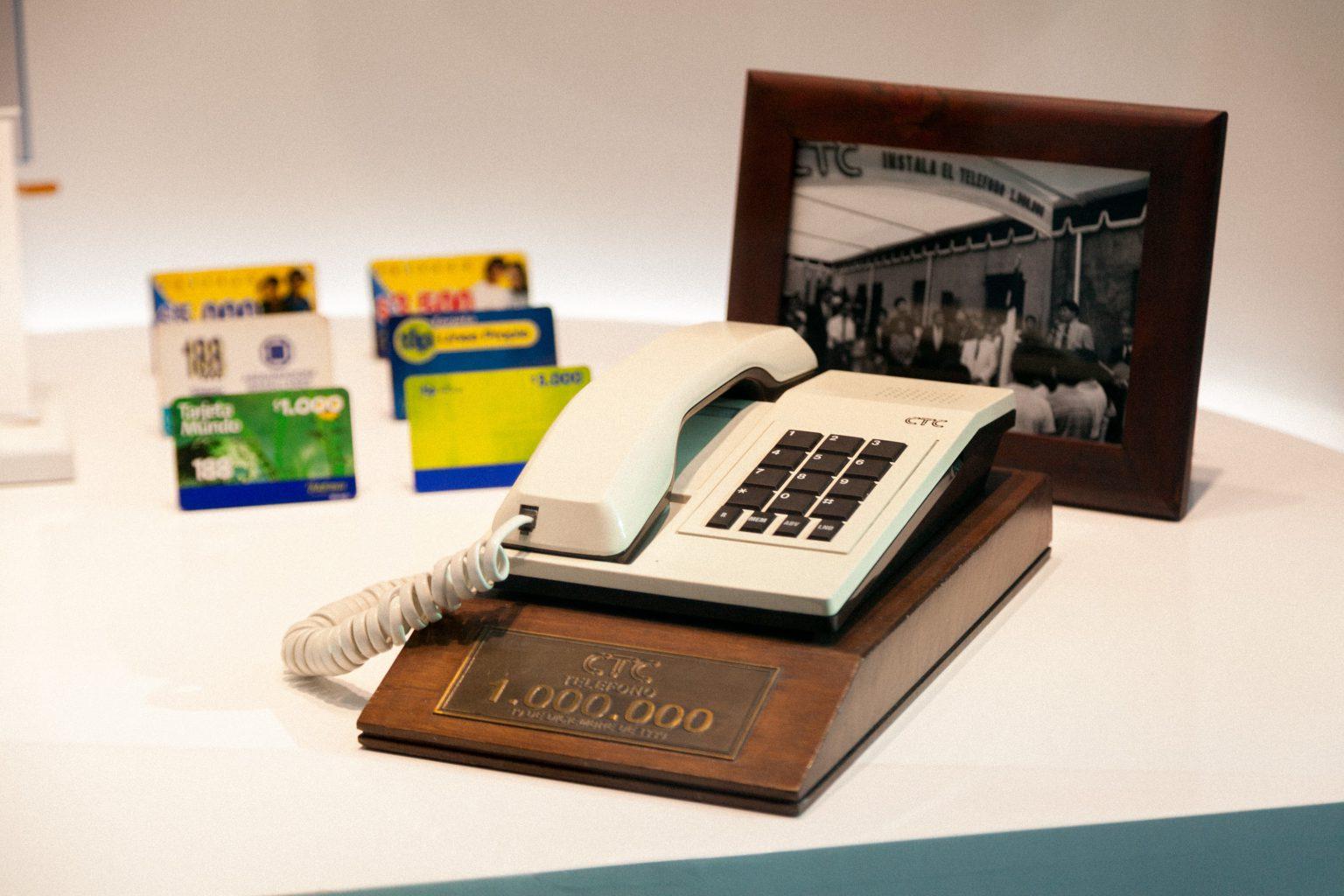 UN PASEO POR LA HISTORIA DE LAS TELECOMUNICACIONES